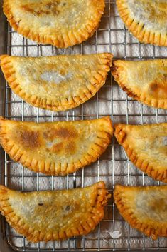 Fried cherry pies The best ever pick up eathellip Fruit Hand Pies, Cherry Hand Pies, Fried Apple Pies, Fried Fruit Pies Recipe, Southern Fried Pies Recipe, Amish Fry Pies Recipe, Fried Peach Pies, Pecan Pies, Homemade Taco Seasoning