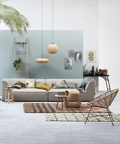 The living room color schemes to give the impression of more colorful living. Find pretty living room color scheme ideas that speak your personality. Decor Room, Living Room Decor, Interior Decorating, Interior Design, Modern Interior, Decorating Ideas, Decorating Websites, Deco Design, Living Room Paint