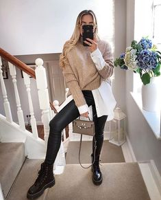 Rebellious Fashion on Give your jeans an upgrade freyakillin RACHELL pu coated skinny jeans Winter Fashion Outfits, Fall Winter Outfits, Autumn Winter Fashion, Love Fashion, Fashion Looks, Womens Fashion, Curvy Fashion, Mode Outfits, Casual Outfits