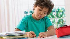 De Vlaamse Scholierenkoepel reageert in Het Nieuwsblad op de grote portie huiswerk die kinderen vaak meekrijgen in de paasvakantie.