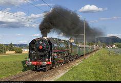 141 R 1244 Mikado 1244 141 R at Kaiserstuhl (AG), Switzerland by Georg Trüb