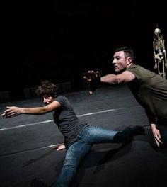 Quando la parola si fa danza, così Kinkaleri interpreta John Giorno