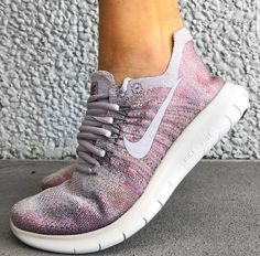 #sneakerlove #nike #sneakers #trainers #fitness #gym #fitspo #bodybuilding #gymlife #workout Cute Teen Shoes, Cute Nike Shoes, Cute Nikes, Sneakers Fila, Sneakers Fashion, Fashion Shoes, Shoes Sneakers, Workout Shoes, Sneakers Workout