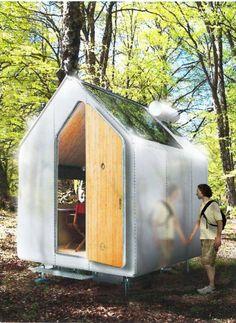 Diogene è la microcasa ideata e progetta da Renzo Piano che misura 6mq e costa 17mila sterline (circa ventimila euro). Dispone di cucina, camera da letto e doccia. Fatta interamente di legno dispone anche di un sistema di raccolta dell'acqua e pannello solare. In un'intervista, l'architetto h
