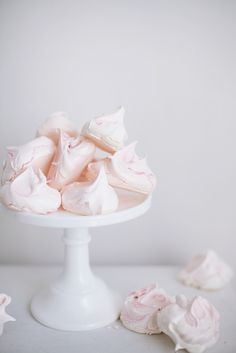 Pink meringues ♥ sweets dessert treat recipe chocolate marshmallow party munchies yummy cute pretty unique creative food porn cookies cakes brownies I want in my belly ♥ ♥ ♥