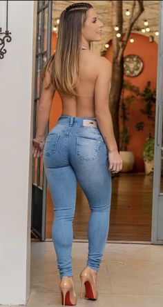 Curvy Girl Outfits, Curvy Women Fashion, Sexy Outfits, Pernas Sexy, Tumbrl Girls, Celebrity Pink Jeans, Haut Bikini, Sexy Jeans, Girls Jeans