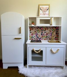 DIY IKEA play kitchen hack #ikea #kidskitchen #playkitchen #ikeaplaykitchen…