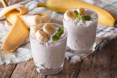 This coconut chia seed pudding with banana is a filling and delicious breakfast, snack, or even dessert. Make it in advance for quick breakfasts all week. Keto Chia Pudding, Coconut Chia Seed Pudding, Banana Coconut, Healthy Fruit Desserts, Yummy Snacks, Best Breakfast Recipes, Eat Breakfast, Raw Food Recipes, Sweet Recipes