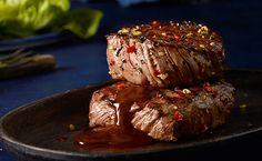 Die Kombination aus süßem Honig und scharfer Chili macht diese Marinade zum reinsten Genuss! So kann man Rindersteaks hingebungsvoll schlemmen.