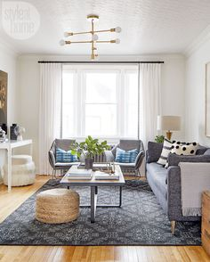 A city home with a natural composition (from Style at Home) Living Pequeños, Cozy Living Rooms, Home Living Room, Living Room Decor, Living Room Furniture Layout, Living Room Seating, Living Room Designs, Home Furniture, Outdoor Furniture