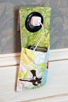 cell phone holder ...  no pattern, but should be easy to figure out.  Cute idea!