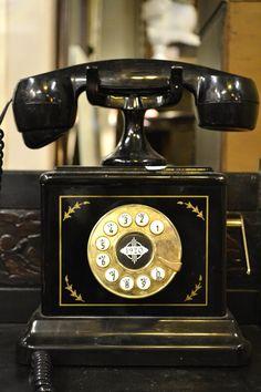 Estilo Gatsby, Objets Antiques, Antique Phone, Retro Phone, Art Deco, Art Nouveau, Vintage Phones, Gatsby Style, Jay Gatsby