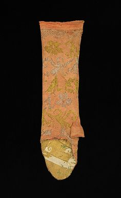 17c knit gloves, with reused lining, half thumbs, perhaps a cloth hand at one point. Metropolitan Museum http://www.metmuseum.org/collections/search-the-collections/157528?img=1