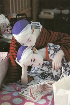 Two geiko reading Love culture? Consider hosting a foreign exchange student with CCI Greenheart from a country like this! Learn more here! http://www.cci-exchange.com/usprograms/host.aspx