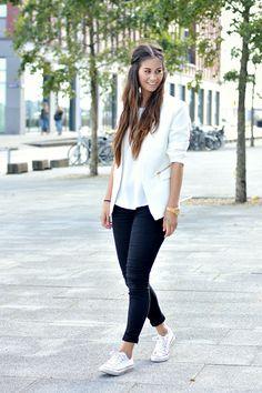 Larissa - www.kittehscupcakes.nl  www.loavies.com