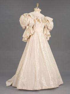 Princess Diana's 1981 wedding dress