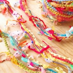 Minne, Friendship Bracelets, Candle, Weaving, Sailing, Knitting, Loom Weaving, Knitting And Crocheting, Hand Spinning