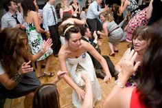 This bride knew how to get down at her wedding at the Riverbend Inn, Niagara on the Lake.  Photo by Mimmo & Co.