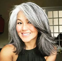 Long Gray Hair, Long Blond Hair, Grey Hair Over 50, Silver White Hair, Natural White Hair, Grey Hair And Glasses, Grey Hair Inspiration, Gray Hair Growing Out, Transition To Gray Hair