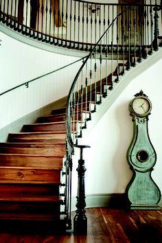 Pretty staircase #Treppen #Stairs #Escaleras. Looks awsesome :))