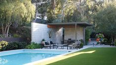 The Renovation Of This Eichler House Will Leave You Speechless - Mid Century Home Modern Pool House, Modern Pools, Modern Backyard, Amity Home, Exterior Siding, Floor To Ceiling Windows, Black Walls, Modern Exterior, Mid Century House