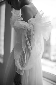 Unique Wedding Dresses Awesome Livn White Spring & Bridal - The Lane Bridal Skirts, Bridal Gowns, Wedding Gowns, Wedding Styles, Wedding Photos, Bridal Cape, Wedding Dress Trends, Bridal Fashion Week, Bridal Style