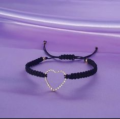Pulsera con tejido de macrame con dije de corazón Delicate, Jewelry, Bracelets, Bangle Bracelets, Tejidos, Jewlery, Bijoux, Jewerly, Jewelery