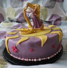 Encore un wedding cake?! Et oui, après le gâteau printanier, le » multi colore multi coeur» et le «château de princesse», je ne me suis pas arrêtée la. Trop d'occasions cette année vous ais je dit! Ma fille rêvait d'un gâteau Raiponce, dont elle adore le dessin animé ( qui n'est au passage pas très …