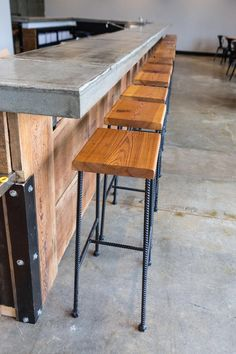 Bar Height Industrial rebar & reclaimed wood bar stool image 1 wood bar - wood bar diy - wood bar to Diy Bar Stools, Diy Stool, Industrial Bar Stools, Diy Chair, Bar Chairs, Bar Tables, Dining Chairs, Vintage Industrial, Room Chairs
