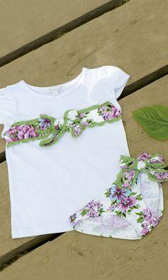 BRAGUITA Y CAMISETA PETUNIA . Braguita de lycra y camiseta petunia, disponible de la talla 2 a la 8 años. Se venden por separado.