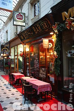Bistrot Parisien, Passage des Panoramas, where some of the best French restaurants are located.