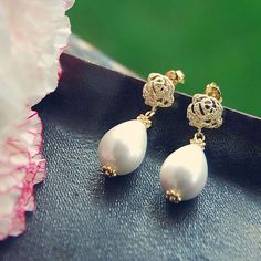 E48 White Pearl & Gold Cubic Rose earring
