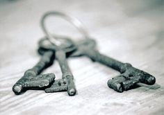 Keys by ~evilstone on deviantART on We Heart It Key Crafts, Door Knobs And Knockers, Under Lock And Key, Old Keys, Vintage Keys, Key To My Heart, Locks, Skeleton Keys, Puertas