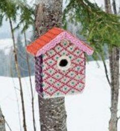 Een vrolijk gehaakt vogelhuisje!