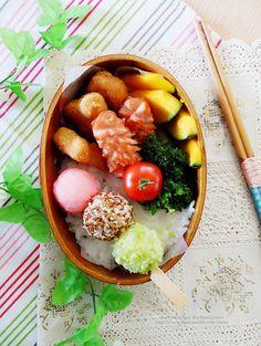 3-colored dumplings theme rice ball