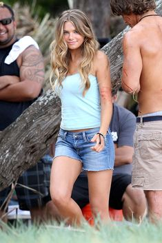 Indiana Evans Photos - Indiana Evans and Brenton Thwaites Film 'Blue Lagoon' 2 - Zimbio