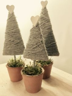Scampoli di Lana recycles: 25 do-it-yourself Christmas decorations - Easy homemade christmas gifts - Christmas Makes, Felt Christmas, Christmas Holidays, Christmas Wreaths, Christmas Ornaments, Primitive Christmas, Rustic Christmas, Simple Christmas, Christmas Projects