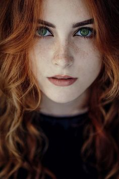 Ideas for makeup red hair blue eyes freckles Beautiful Red Hair, Beautiful Redhead, Beautiful Eyes, Beautiful Celebrities, Beautiful Women, Green Hair, Blue Hair, Red Hair Green Eyes Girl, Woman With Blue Eyes