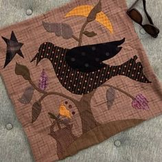 Applique Designs, Quilting Designs, Quilt Design, Wool Applique, Applique Quilts, Blackbird Designs, Halloween Quilts, Fall Quilts, Primitive Crafts