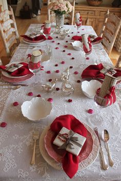 A couple of weeks ago I went to an intimate dinner party and thought the presentation would be great for a Valentine Day dinner. These Valentine's decoration ideas would work for just the two of you or an intimate party… Continue Reading → Valentines Day Tablescapes, Romantic Valentines Day Ideas, Valentines Day Dinner, Valentines Day Decorations, Love Valentines, Valentine Table Decor, Romantic Ideas, Funny Valentine, Valentinstag Party