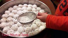 Πεντανόστιμοι κουραμπιέδες που θα λατρέψετε! Xmas Cookies, Christmas Sweets, Vegan Baking, Dog Bowls, Punch Bowls, Oatmeal, Cooking, Breakfast, Tableware