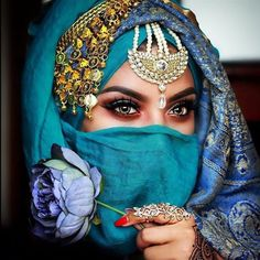 Discovered by جيجي حليل. Find images and videos about makeup, eyes and gorgeous on We Heart It - the app to get lost in what you love. Beautiful Girl Image, Beautiful Eyes, Amazing Eyes, Arabic Eyes, Indian Photoshoot, Mosaic Pictures, Arab Women, Muslim Girls, Cross Paintings