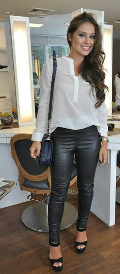 Lovely Ladies in Leather: Miscellaneous Leather Tight Pants and Shiny Leggings (Part Sixteen) Party Outfits For Women, Fall Outfits, Casual Outfits, Cute Outfits, Leggings Brilhantes, Shiny Leggings, Girl Fashion, Fashion Outfits, Womens Fashion