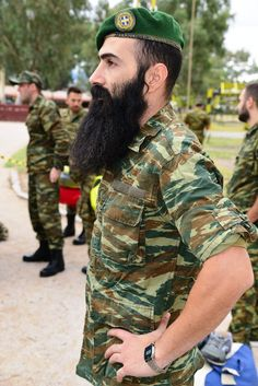 A beard with a Greek paratrooper. Military Photos, Military History, Greek Model, Long Beards, Army Uniform, Arm Armor, Paratrooper, Armors, Special Forces