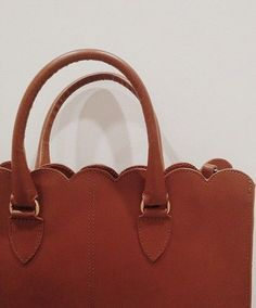 how cute is this scalloped bag