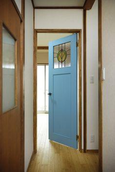 【リノベ暮らしな人々】vol.22 青い扉とステンドグラスがある住まい