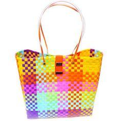 Milán Playera Colores Vivos. No te quedes sin la tuya! Woven Baskets, Basket Weaving, Japan Crafts, Lace Bag, Diy Bags, Weaving Art, Plastic Bags, Tapestry, Handbags