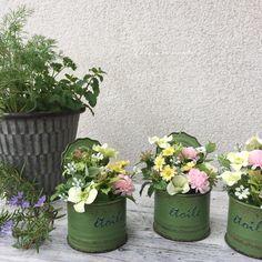 「 ミニ缶アレンジ☺︎ アーティフィシャルフラワーを ミニ缶の中へ(^^) 可愛い雰囲気を目指してみました♡ #アーティフィシャルフラワー#ドライフラワー#プリザーブドフラワー#リース#スワッグ#手作り#フラワーアレンジメント #wreath#flower#naturelovers 」