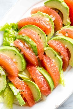 Healthy and delicious, grapefruit segments arranged with avocado slices, splashed with a citrus vinaigrette. Grapefruit Avocado Salad, Avocado Salad Recipes, Avocado Salat, Grapefruit Recipes, Avocado Dessert, Healthy Salads, Health And Nutrition, Healthy Eating, Healthy Recipes