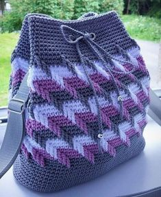 Mochila Crochet, Crochet Tote, Crochet Handbags, Crochet Purses, Crochet Yarn, Love Crochet, Tapestry Crochet Patterns, Crochet Stitches Patterns, Diy Drawstring Purse
